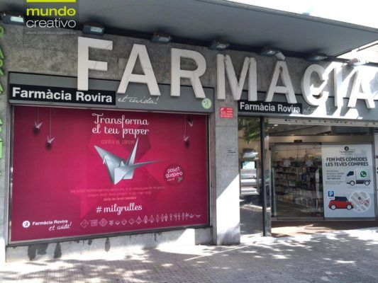 Escaparate farmacia - campaña grullas